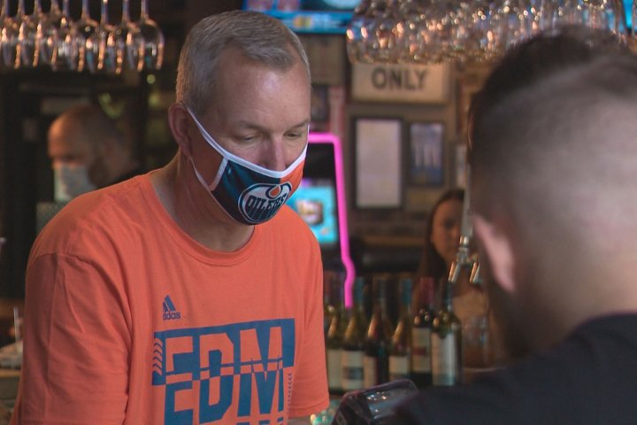Mixed reaction to Edmonton's mandatory mask bylaw on Day 1