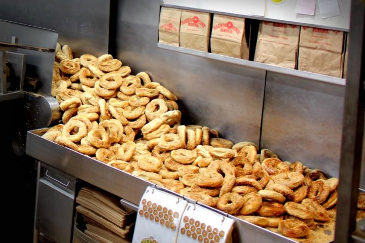 'Beyond what we expected': Over 6K fresh Montreal bagels delivered to Edmonton for Jewish youth fundraiser