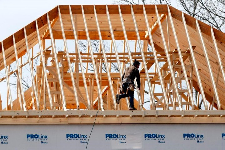 'Dangerous' oversupply of new, single-family homes in Calgary and Edmonton: Moody's forecast
