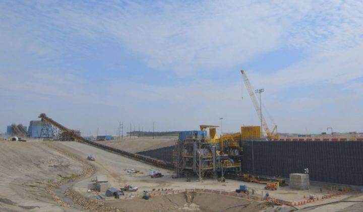 Imperial Oil's Kearl oilsands mine stops output due to diluent pipeline shutdown