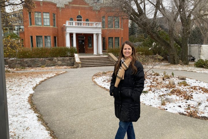 Edmonton woman introduces tour groups to city's haunted history
