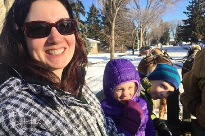 Mother of 2 dies following west Edmonton house fire