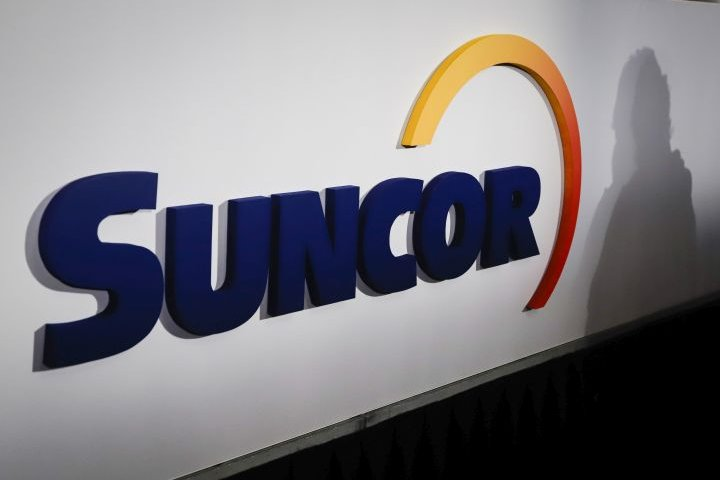 Suncor Energy misses expectations with $302M loss on lower production, prices