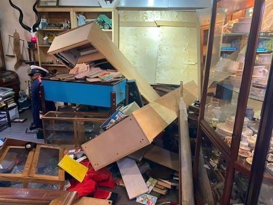 Antique store break-in partially thwarted by smoky security system