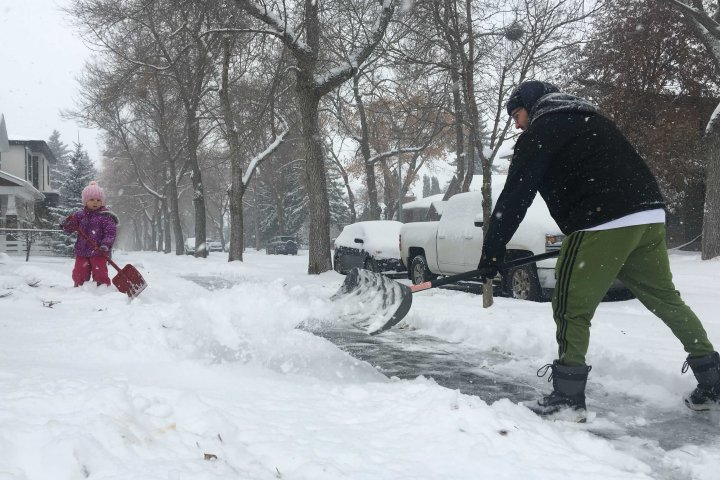 Edmonton and area pounded with snow Saturday, 15-25 cm now expected
