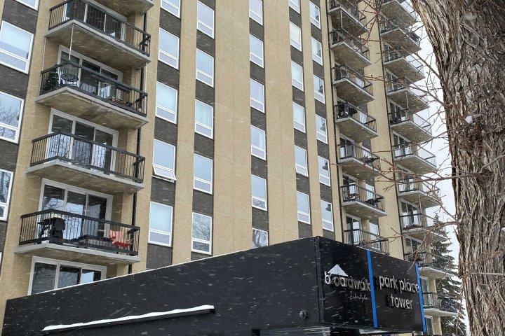 Hundreds of south Edmonton apartment residents left scrambling for parking amid winter season