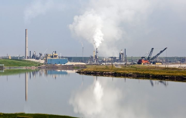 Imperial Oil set to end Syncrude services contract as Suncor becomes operator