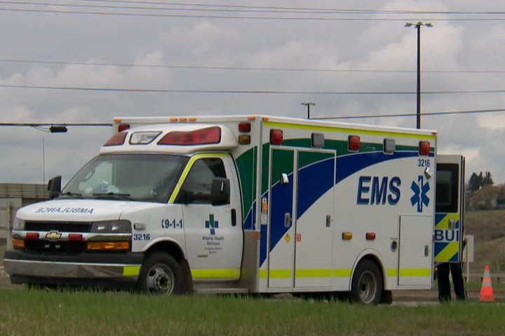Nenshi demands apology from chief paramedic for 'defamatory' comments on EMS dispatch concerns
