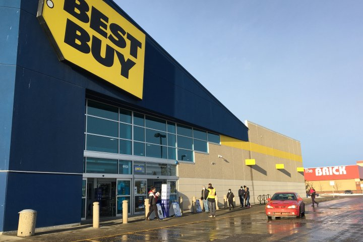 Edmonton retail stores busy for Black Friday deals amid COVID-19 restrictions