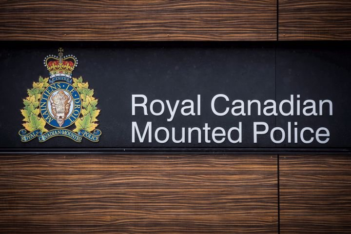 COVID-19: RCMP charge Alberta care home worker for allegedly failing to isolate after visit to U.S.