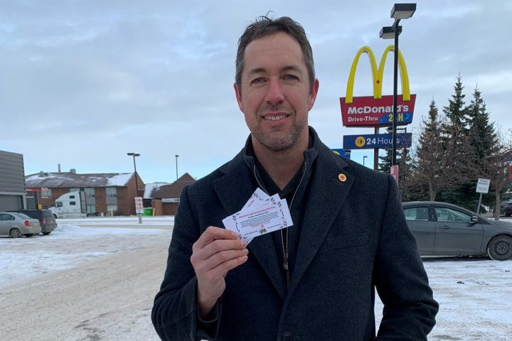 SantaYEG delivers gift cards and compassion to Edmontonians ahead of Christmas