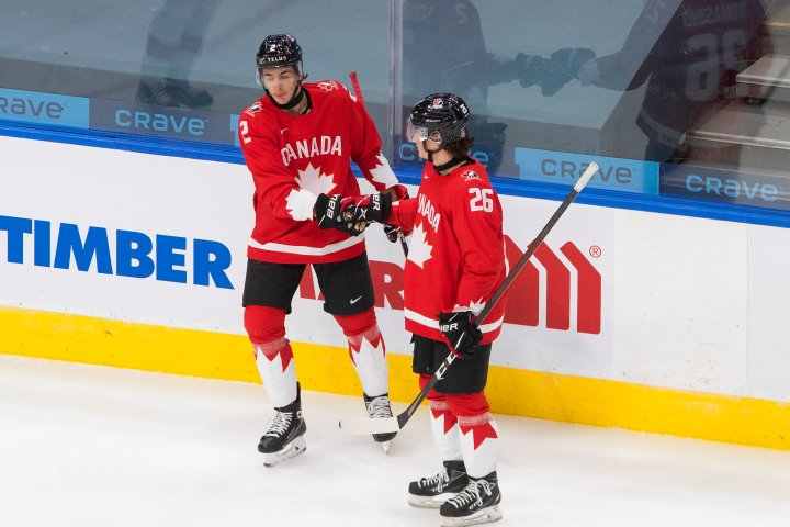 Wearable tech acts as defence against COVID-19 in Edmonton world junior hockey 'bubble'