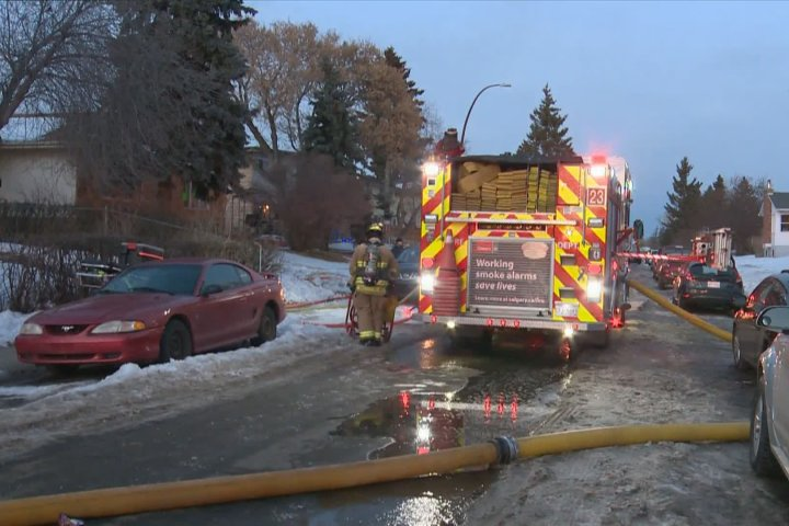 7 people displaced after duplex fire in Calgary's Dover neighbourhood