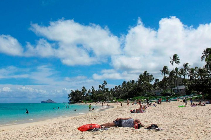 Coronavirus: Canadians visiting Hawaii in droves despite advice to avoid non-essential travel