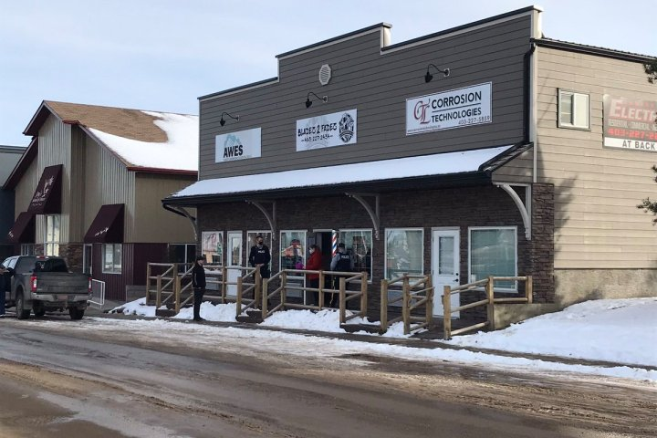 Innisfail barbershop given verbal warning after opening despite COVID-19 restrictions