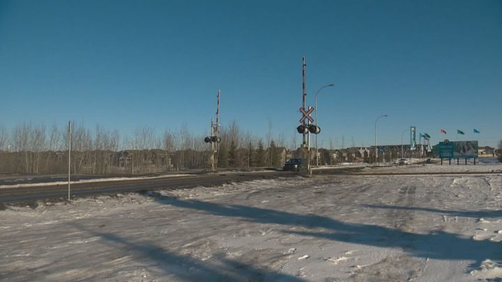 Maple Crest residents renew concerns about trains blocking emergency access to Edmonton area