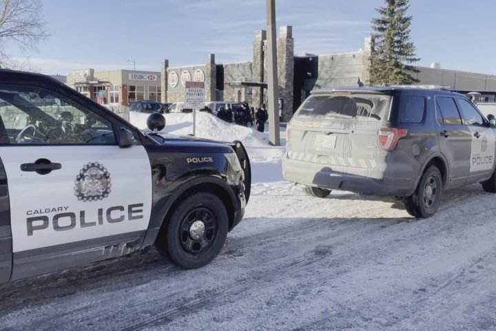 Calgary police investigate suspicious death along Macleod Trail southwest