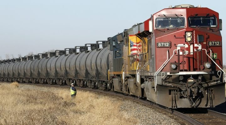 Canadian crude-by-rail exports bounce back in March as pipeline capacity limited