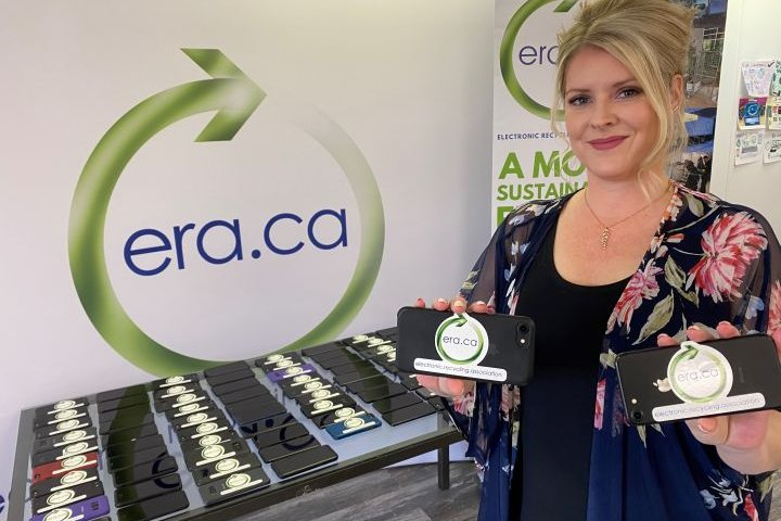 Recycled phones make 'a huge difference' for struggling Calgarians during COVID-19